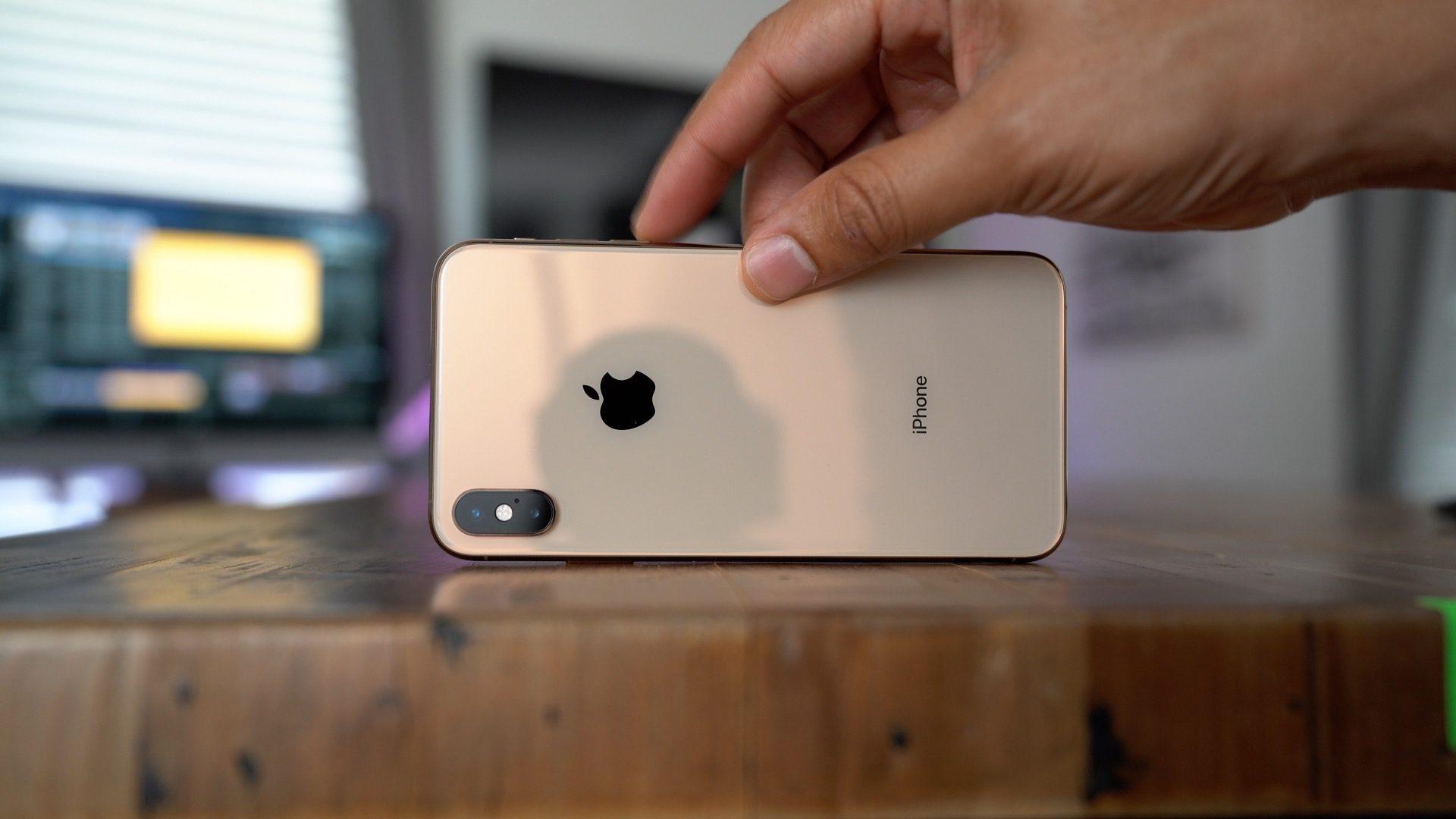 Komponenty iPhone Xs Max stojí cca 9 746 Kč, Apple vám ho ale prodává za třikrát vyšší cenu