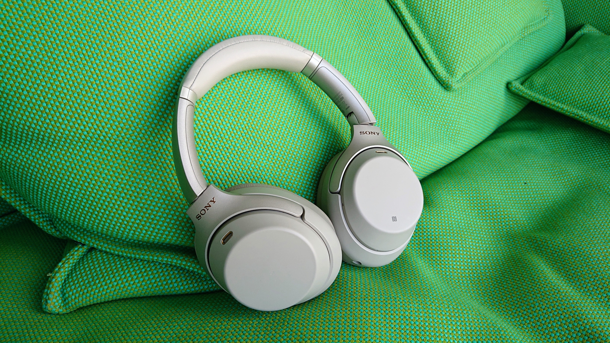 Sluchátka Sony WH-1000XM3 – utlumte nejen své kolegy [recenze]