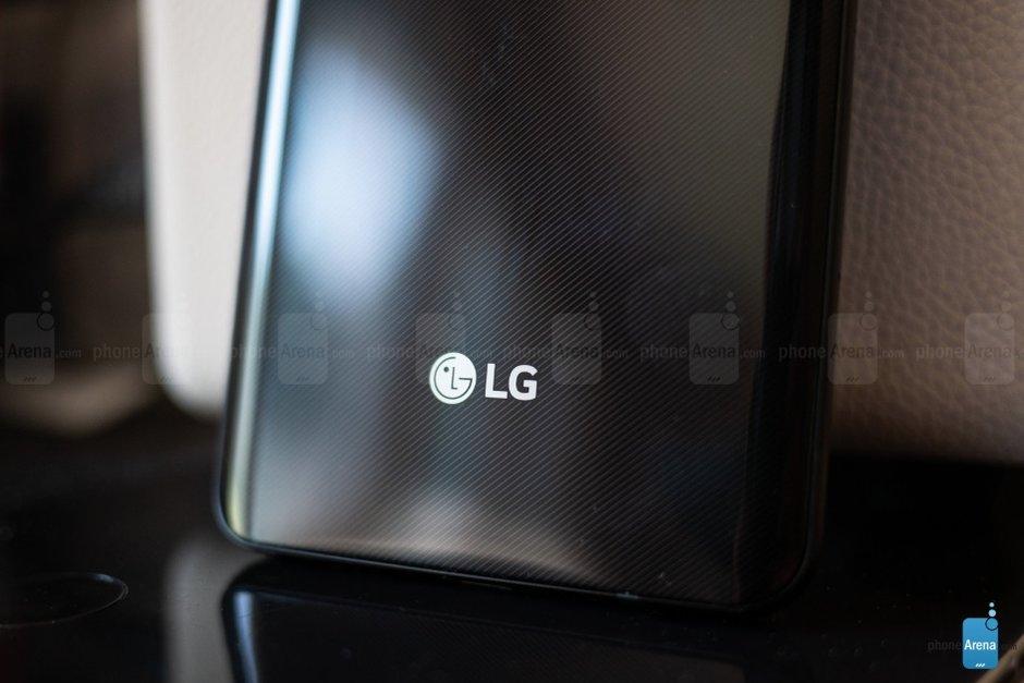 LG podle nových patentů chystá skládací telefon