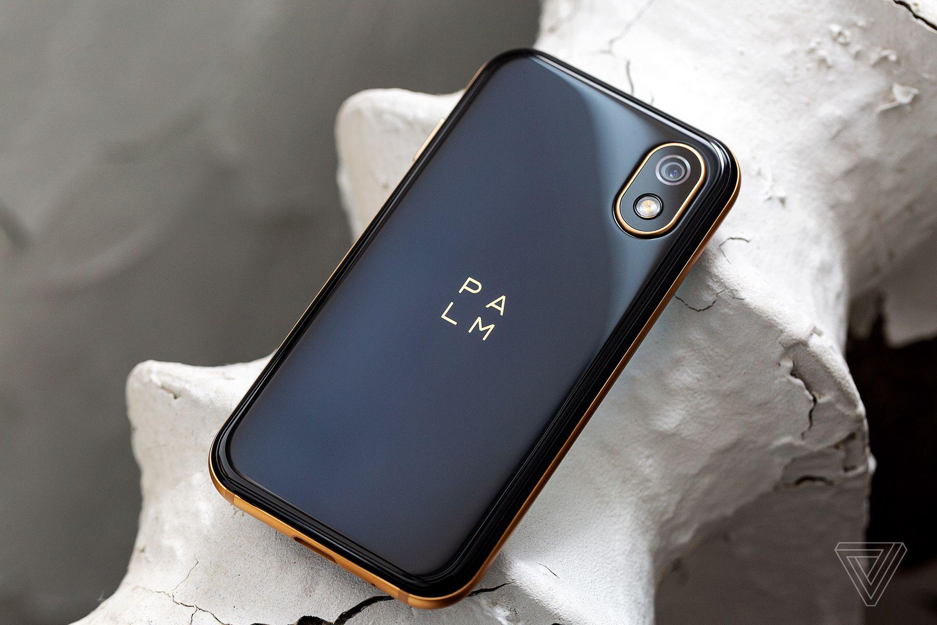 Nový Palm je malý smartphone, který vás bude držet zpátky