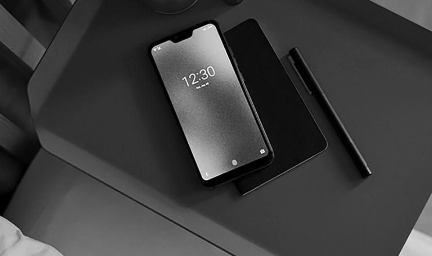 Blloc Zero 18 zaujme černobílým Androidem