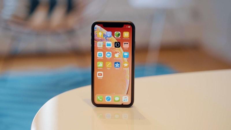 iPhone XR nepůjde tak na dračku, jak se původně předpokládalo