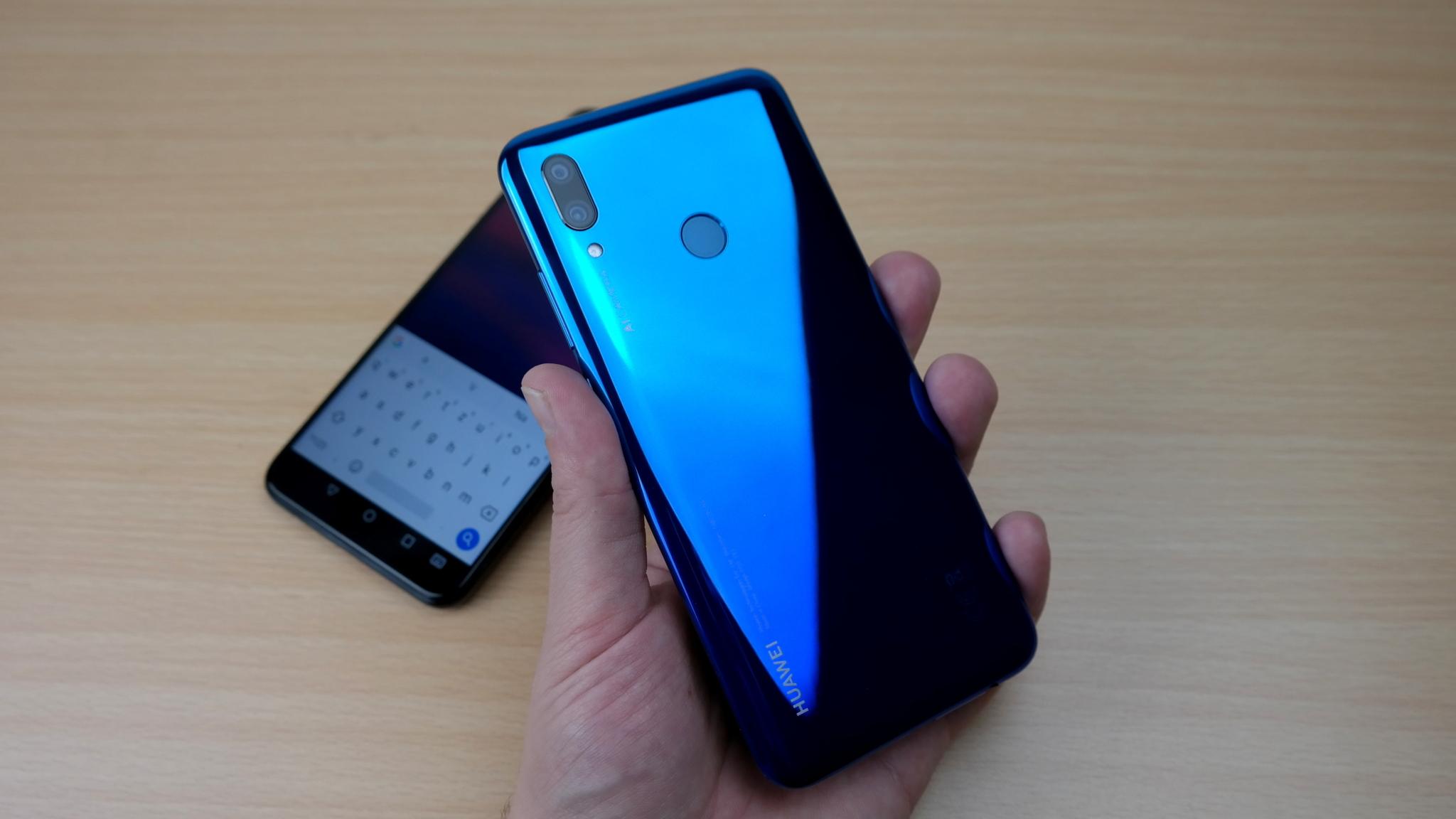 Huawei P smart (2019) – nablýskaná střední třída [recenze]