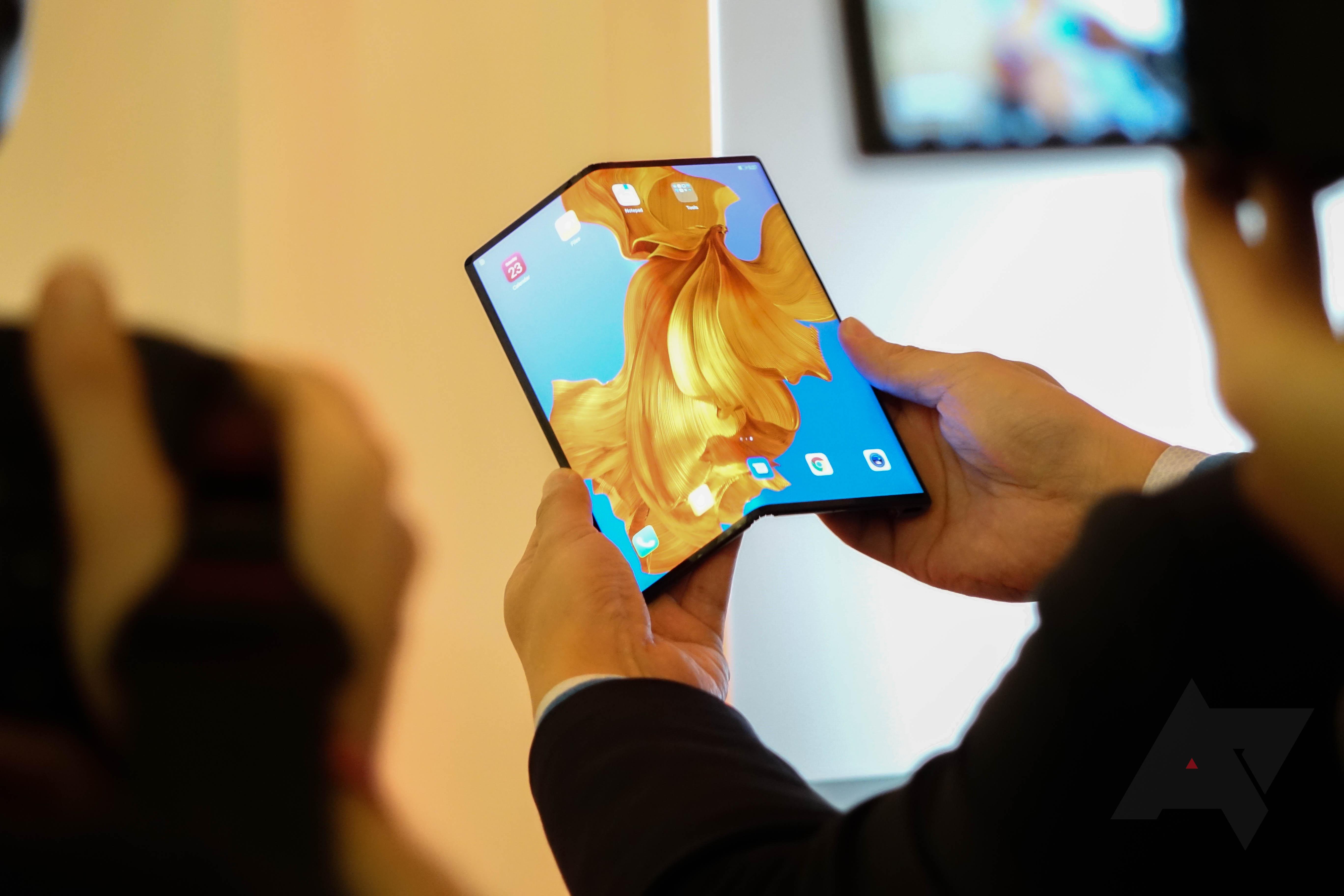 Huawei představil Mate X, ohebný smartphone nebo tablet [MWC]