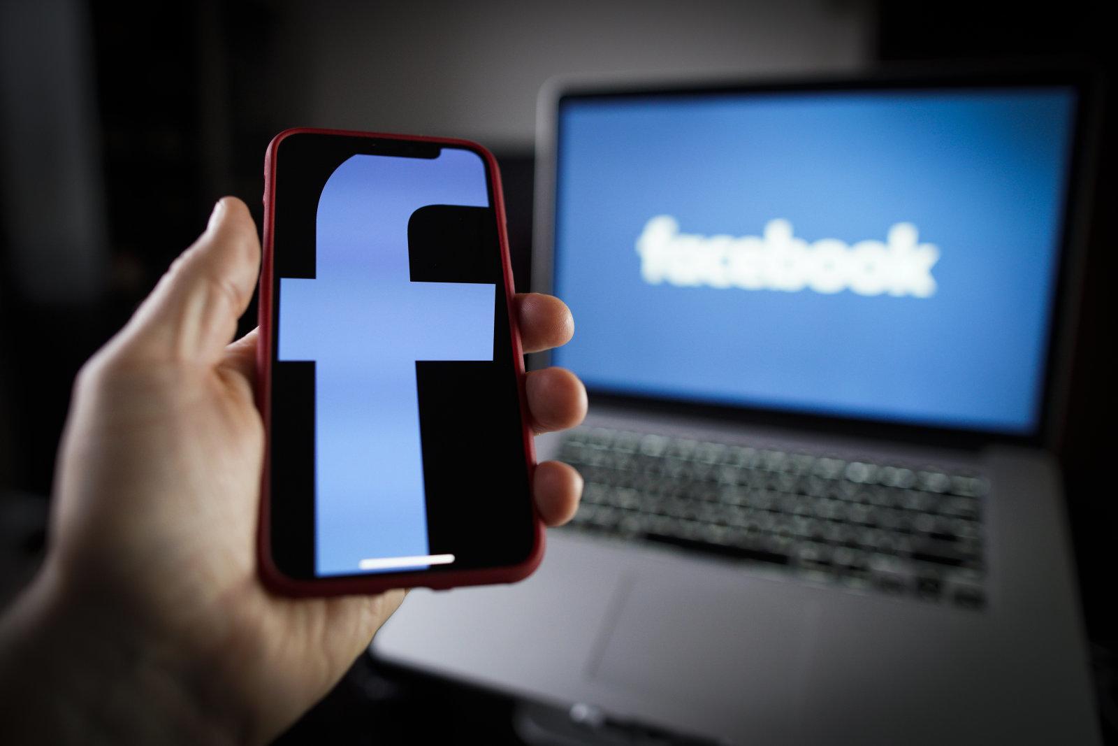 Celá řada iOS aplikací tajně sdílela data s Facebookem