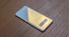 Samsung Galaxy S10 – revoluce s dírou? [recenze]