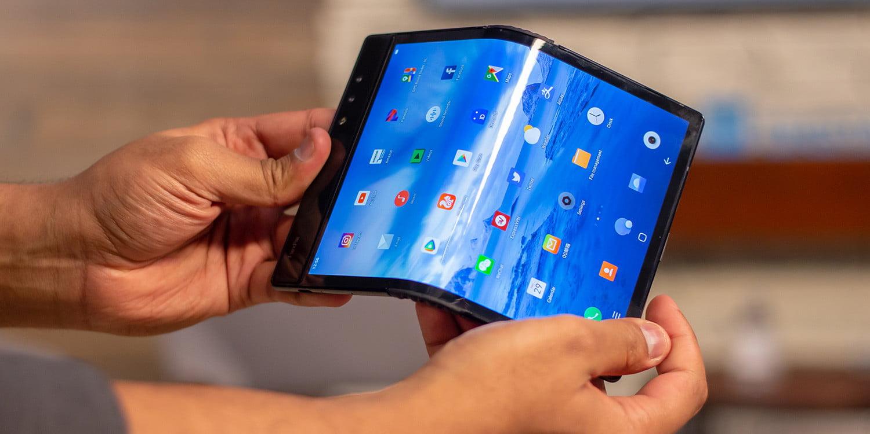 Chystá se ohebné sklo pro ohebné smartphony, za vývojem stojí Corning