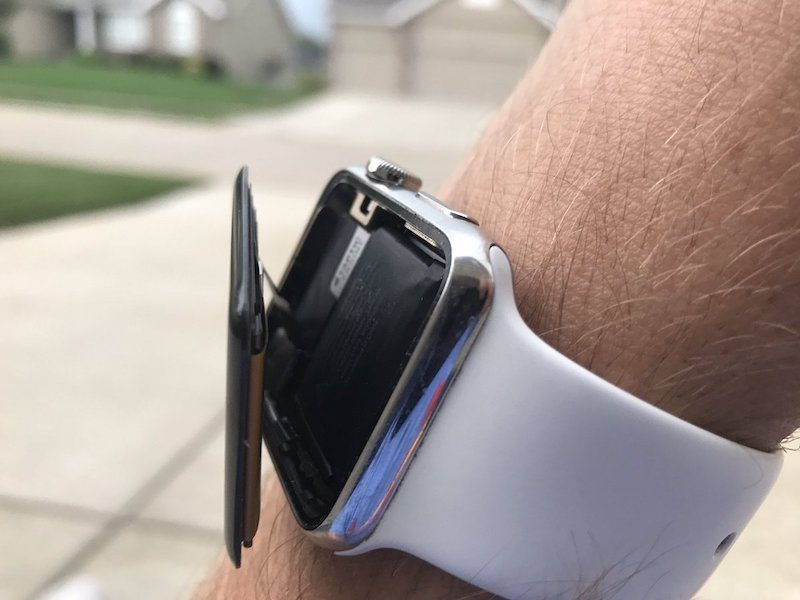 Apple Watch se odlepuje displej od konstrukce