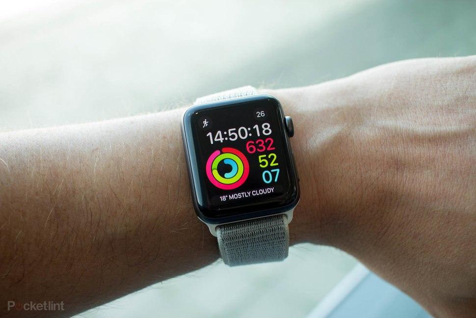 Prodeje chytrých hodinek vzrostly o 48 %, Wear OS však upadá