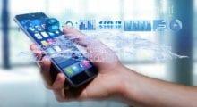 Češi využívají více mobilní data, počet SMS v roce 2017 klesl