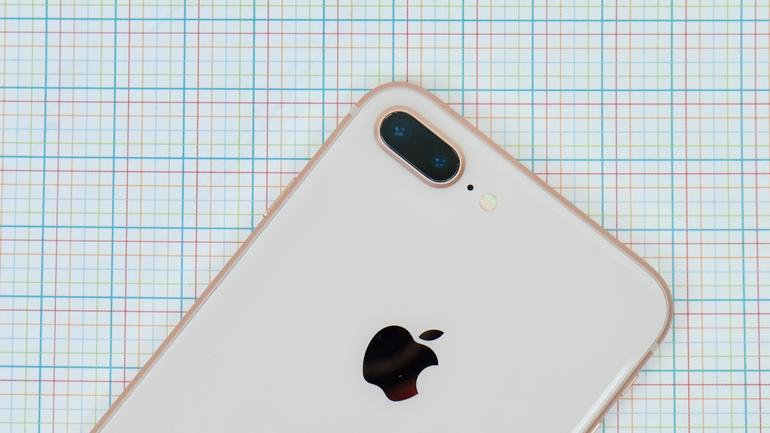 Apple plánuje představit iPhone 8 i v příštím roce