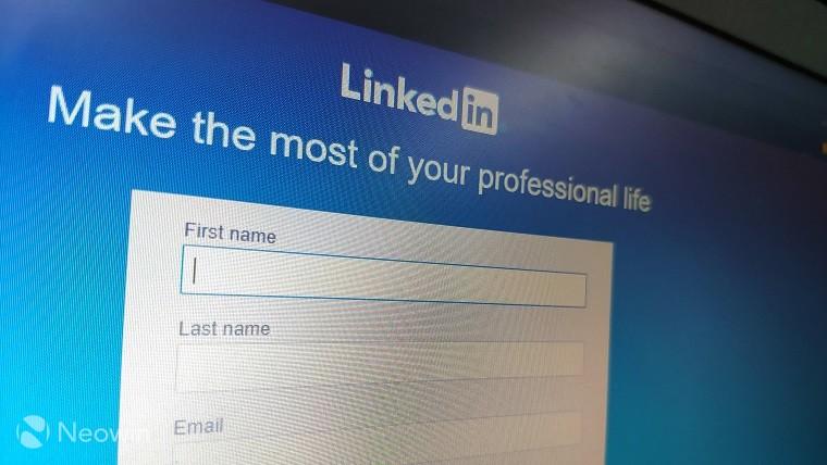 LinkedIn vám nyní umožňuje označovat uživatele na fotografiích a mnohem více
