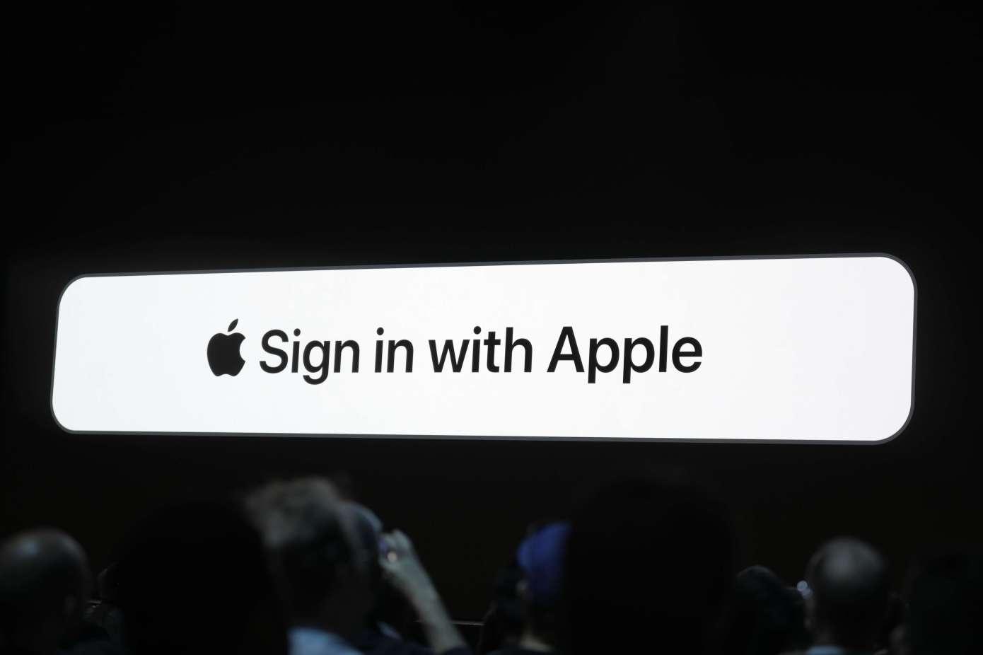 """Apple donutí vývojáře používat """"Sign In with Apple"""""""
