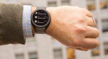 Chytré hodinky se i v době pandemie slušně prodávají
