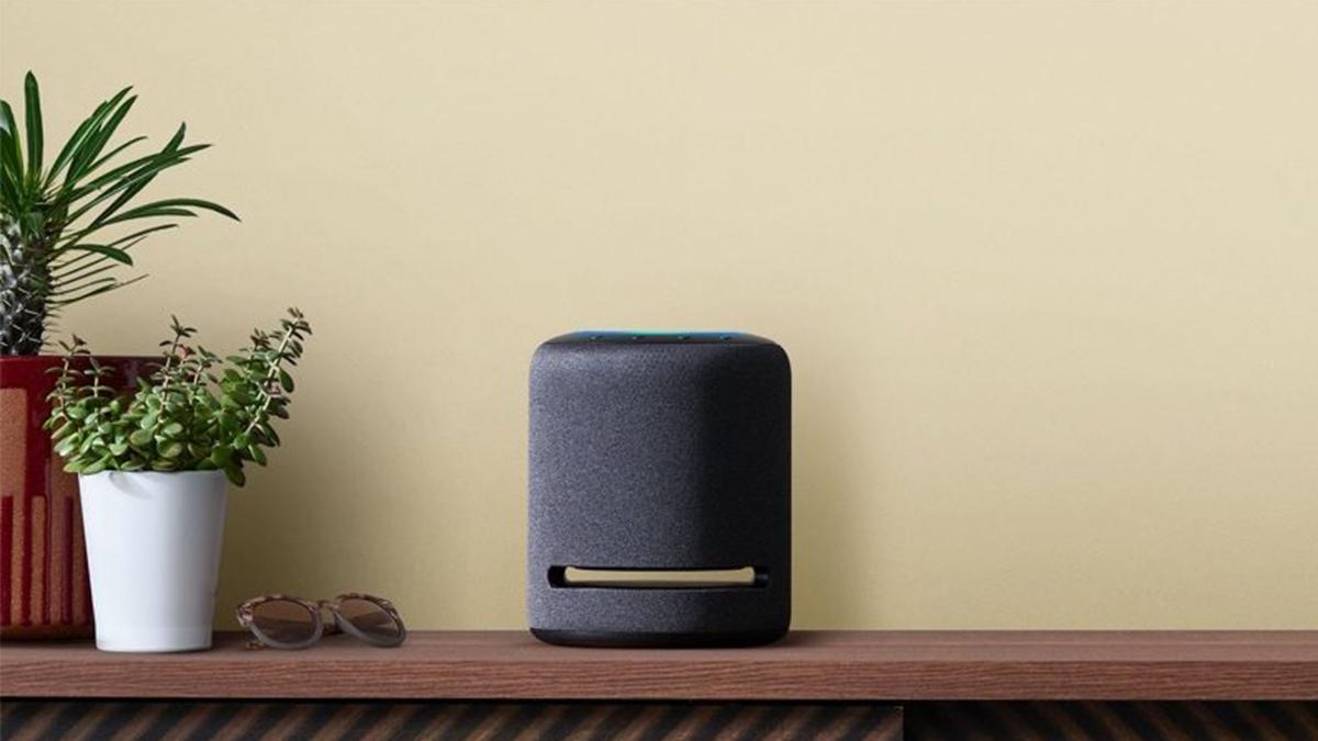 Amazon představil několik reproduktorů Echo a chytrou lampu