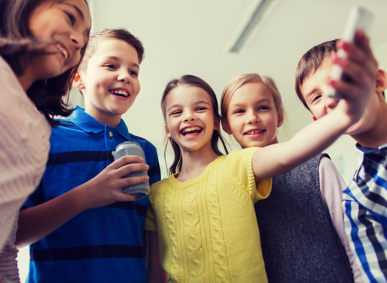 Jak vybrat mobil pro školáka [sponzorovaný článek]