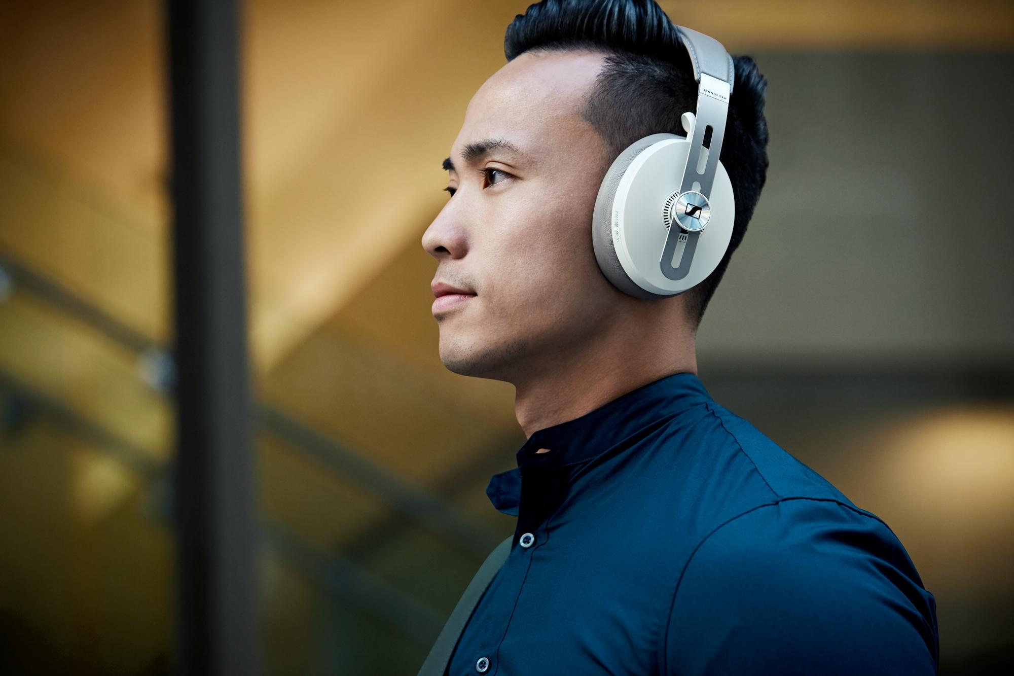 Sennheiser představil dvoje nová bezdrátová sluchátka, pyšní se pokročilým potlačováním okolního ruchu