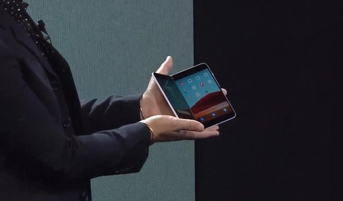 Microsoft ukázal mobil s Androidem a se dvěma displeji