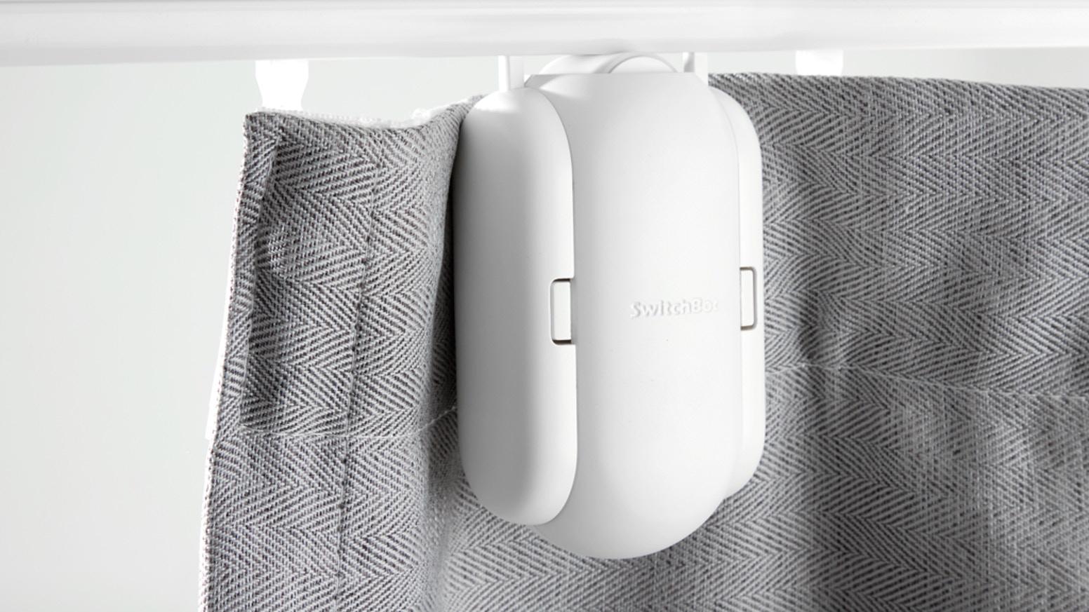 SwitchBot Curtain vytvoří z běžných závěsů chytré