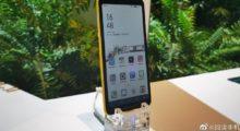 Hisense představil telefon s barevným e-ink displejem [CES]