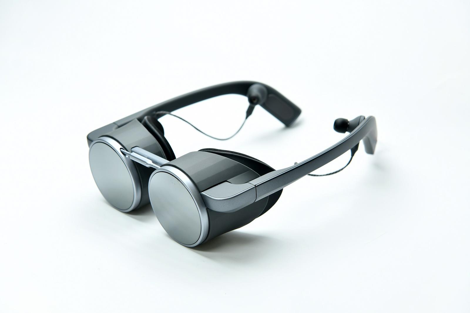 Steampunkové Mad Max brýle od Panasonicu přináší virtuální realitu v UHD rozlišení v HDR kvalitě