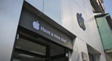 Apple v Číně zavírá obchody a kanceláře