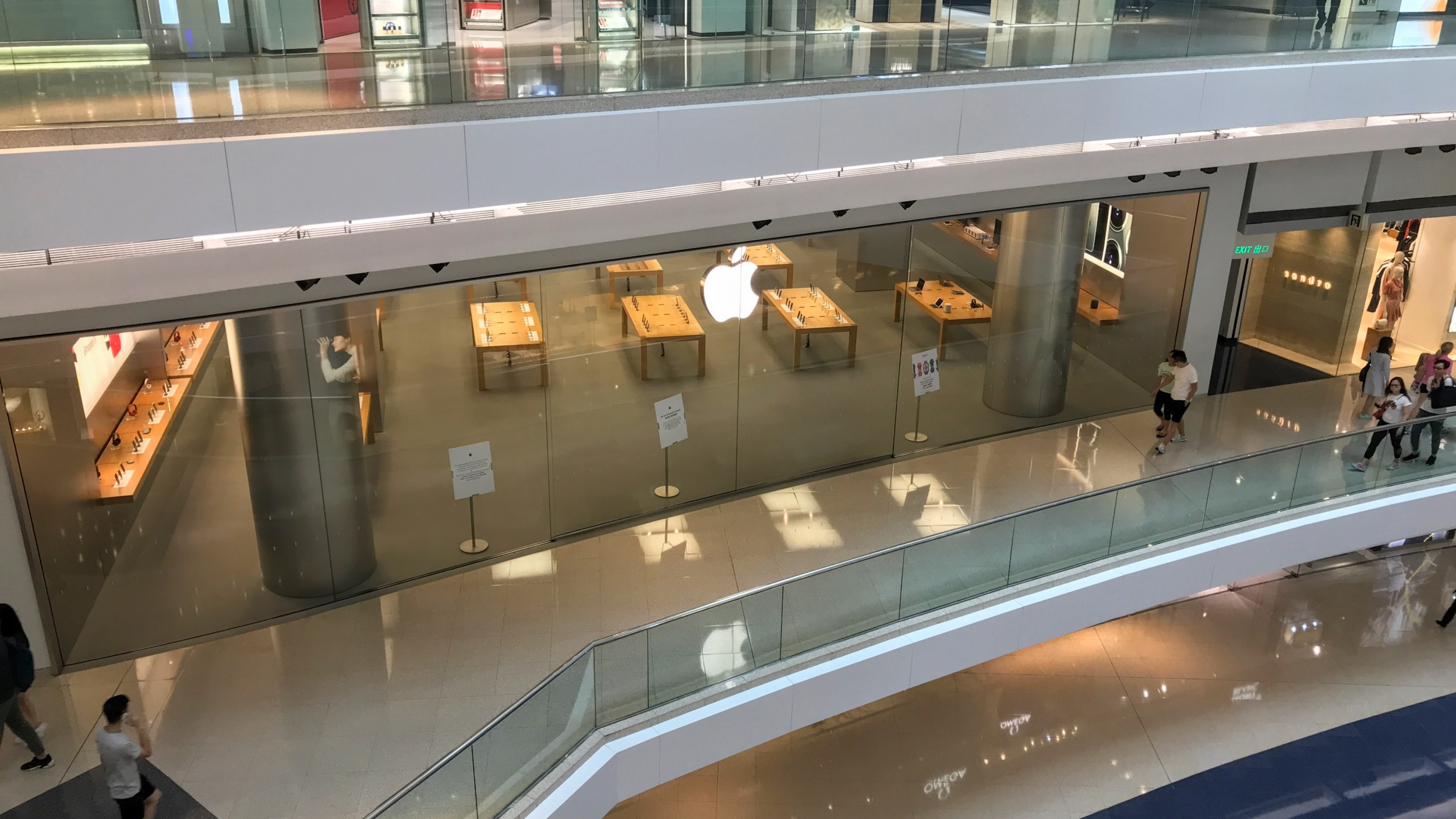 Apple zavřel všechny své obchody po celém světě kromě Číny