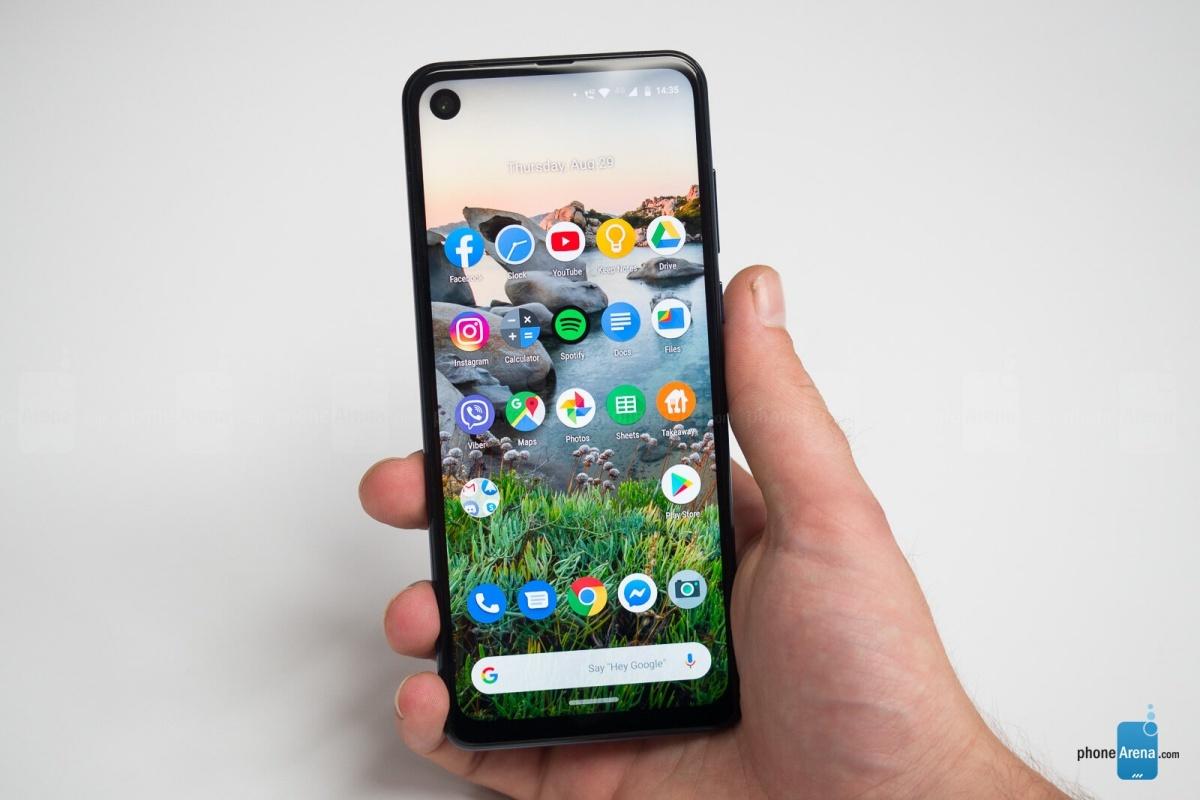 Motorola One Mid bude slušně vybavený telefon střední třídy