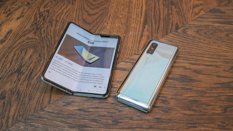 Samsung Galaxy Fold 2 4933x2775x