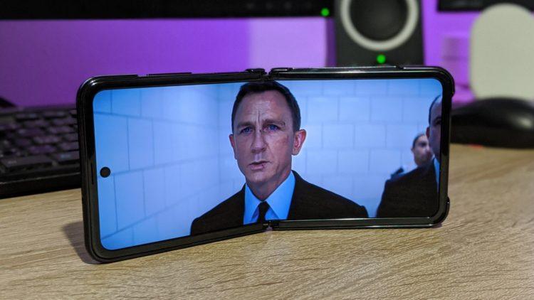 Samsung Galaxy Z Flip 24 3740x2105x