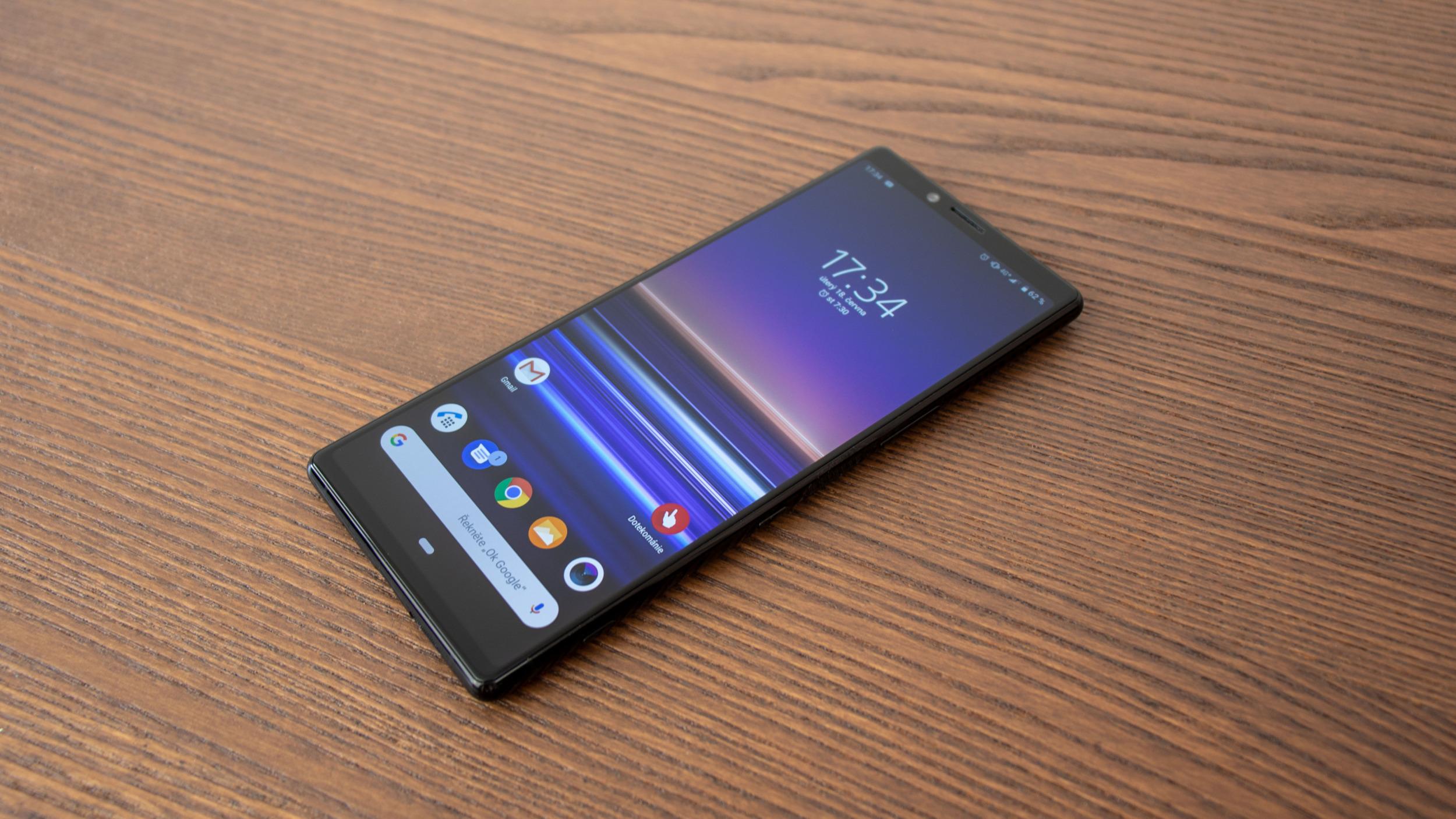 Sony prodalo jen 400 000 smartphonů, jde o prudký pokles