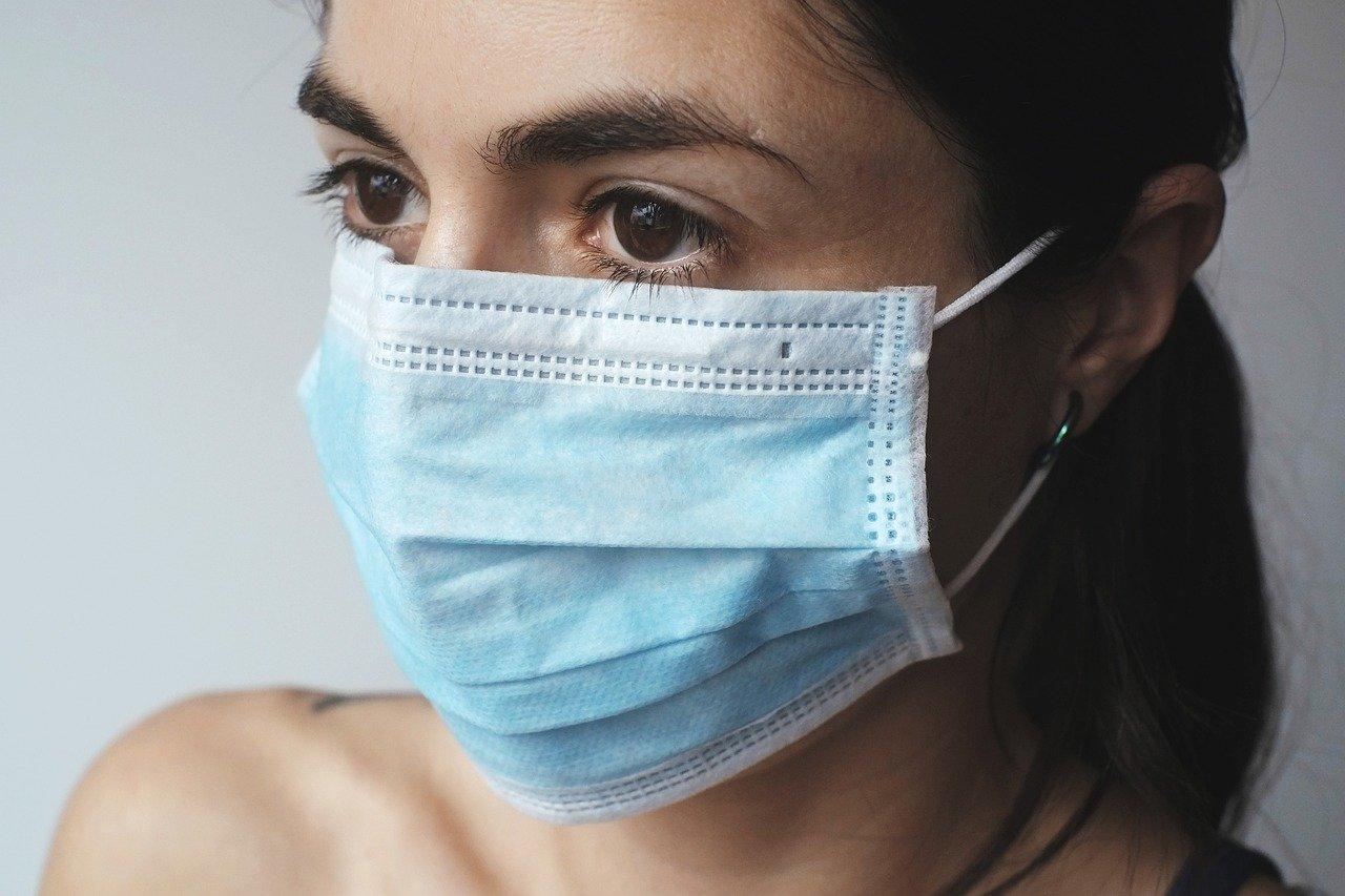 Operátoři pomáhají vytrasovat polohu nakaženého člověka