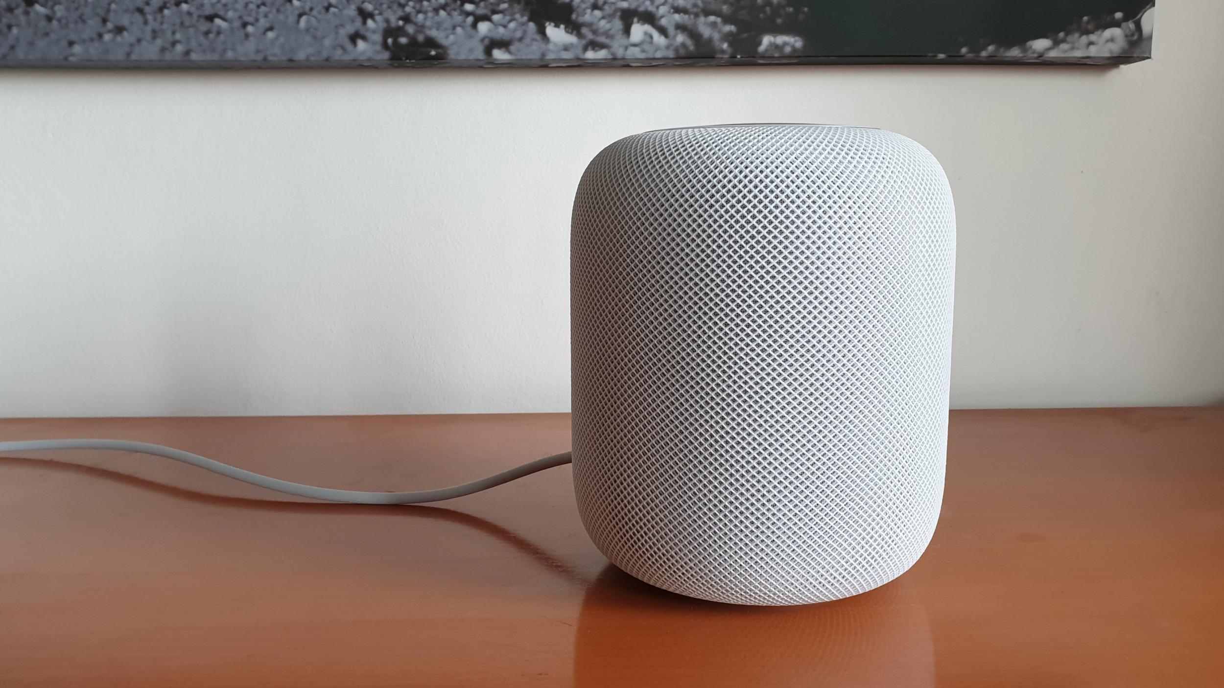 Představení menšího a levnějšího HomePod je na spadnutí
