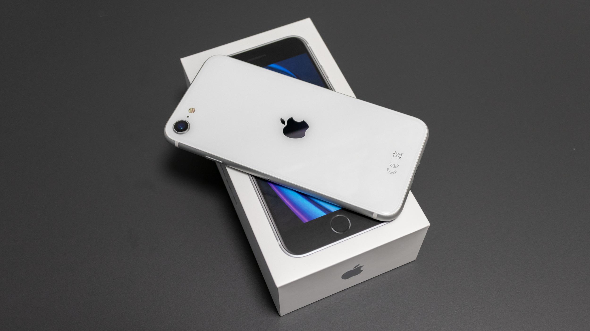 První dojmy z novinky iPhone SE (druhé generace)