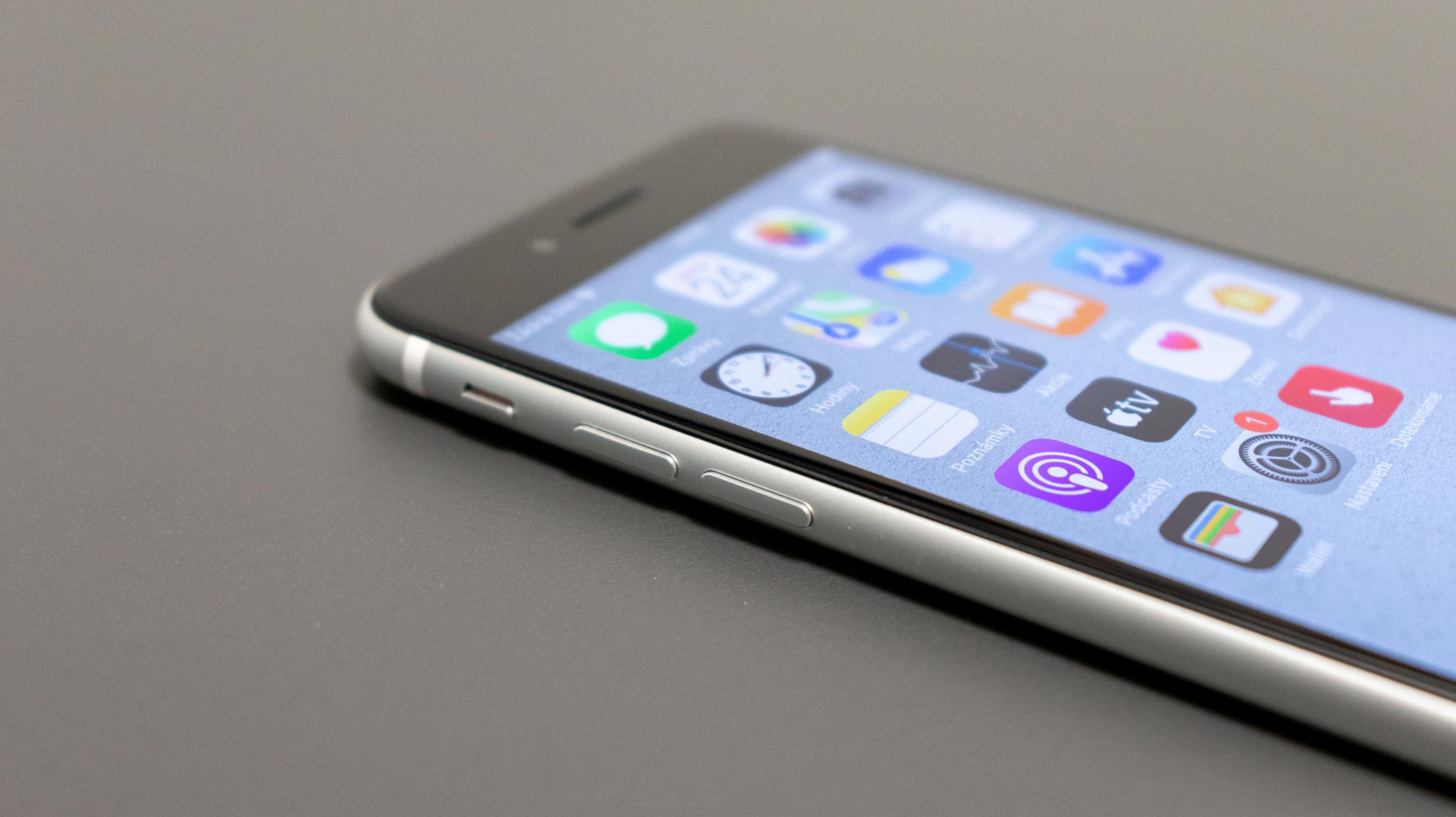 iPhone SE chybí klíčová funkce Haptic Touch a nejde o chybu