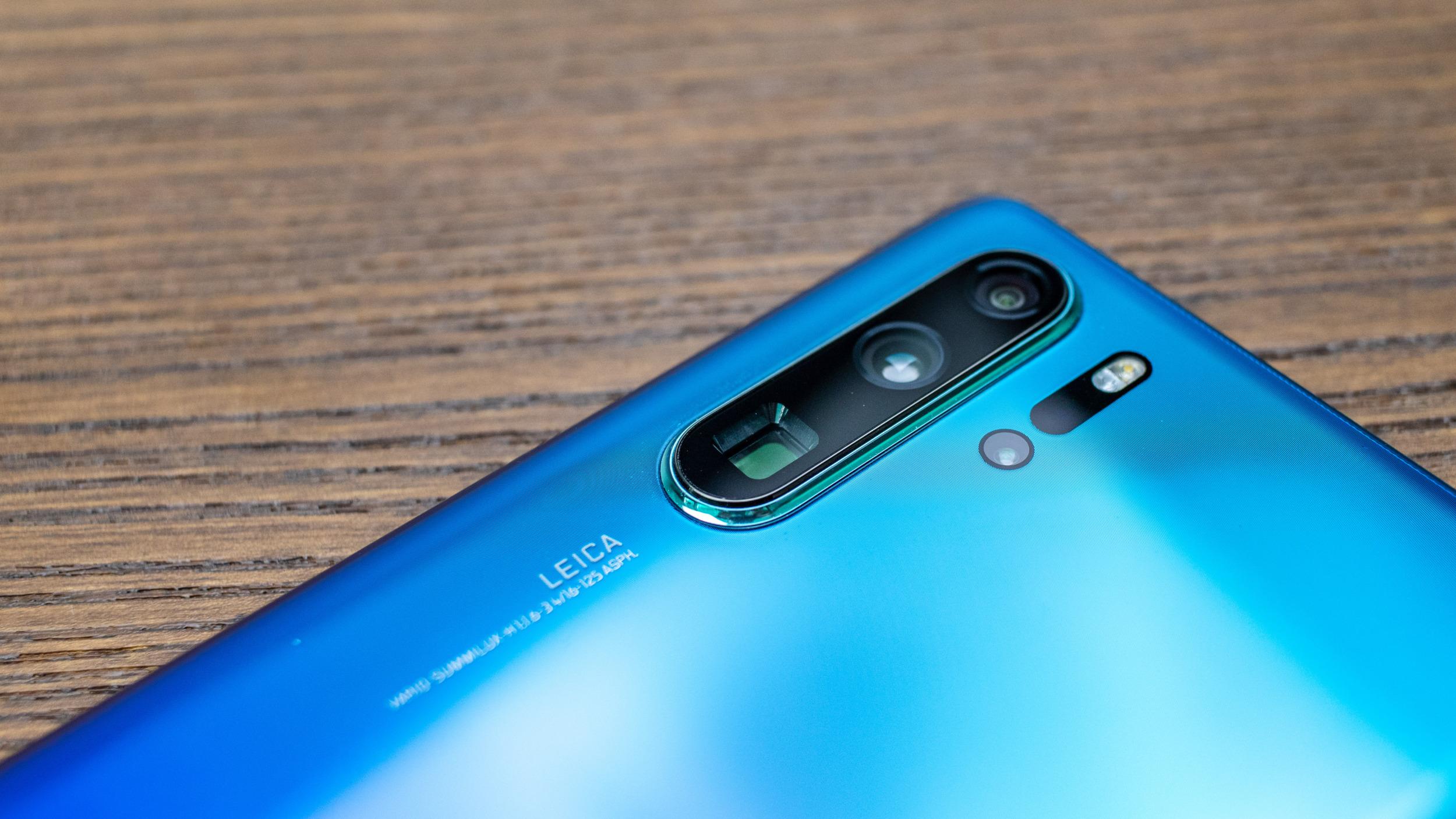 Huawei opět propagoval fotky pořízené foťákem, nikoli telefonem