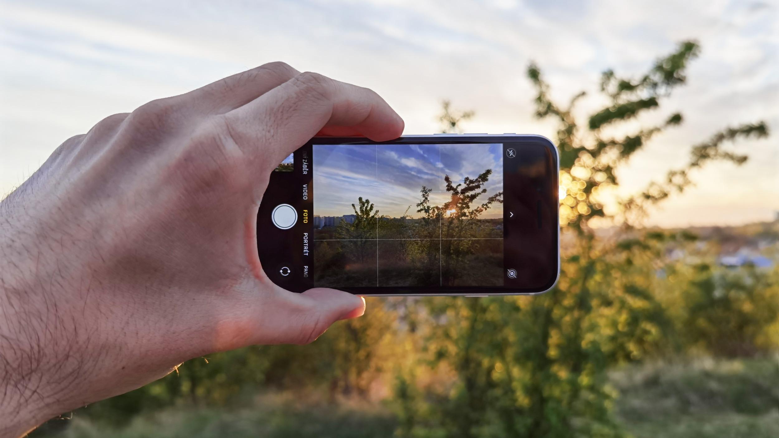 Nový iPhone SE používá z velké části součástky z iPhonu 8 včetně fotoaparátu