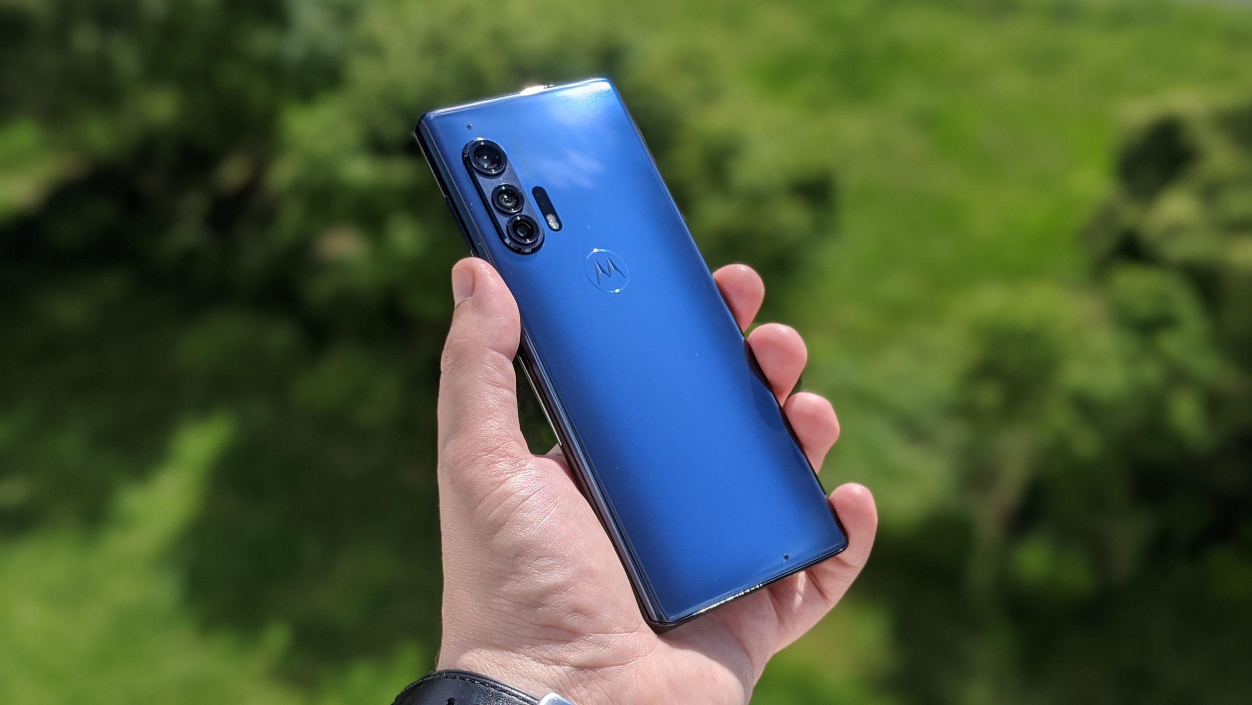 Motorola Edge+ má vážné problémy s displejem