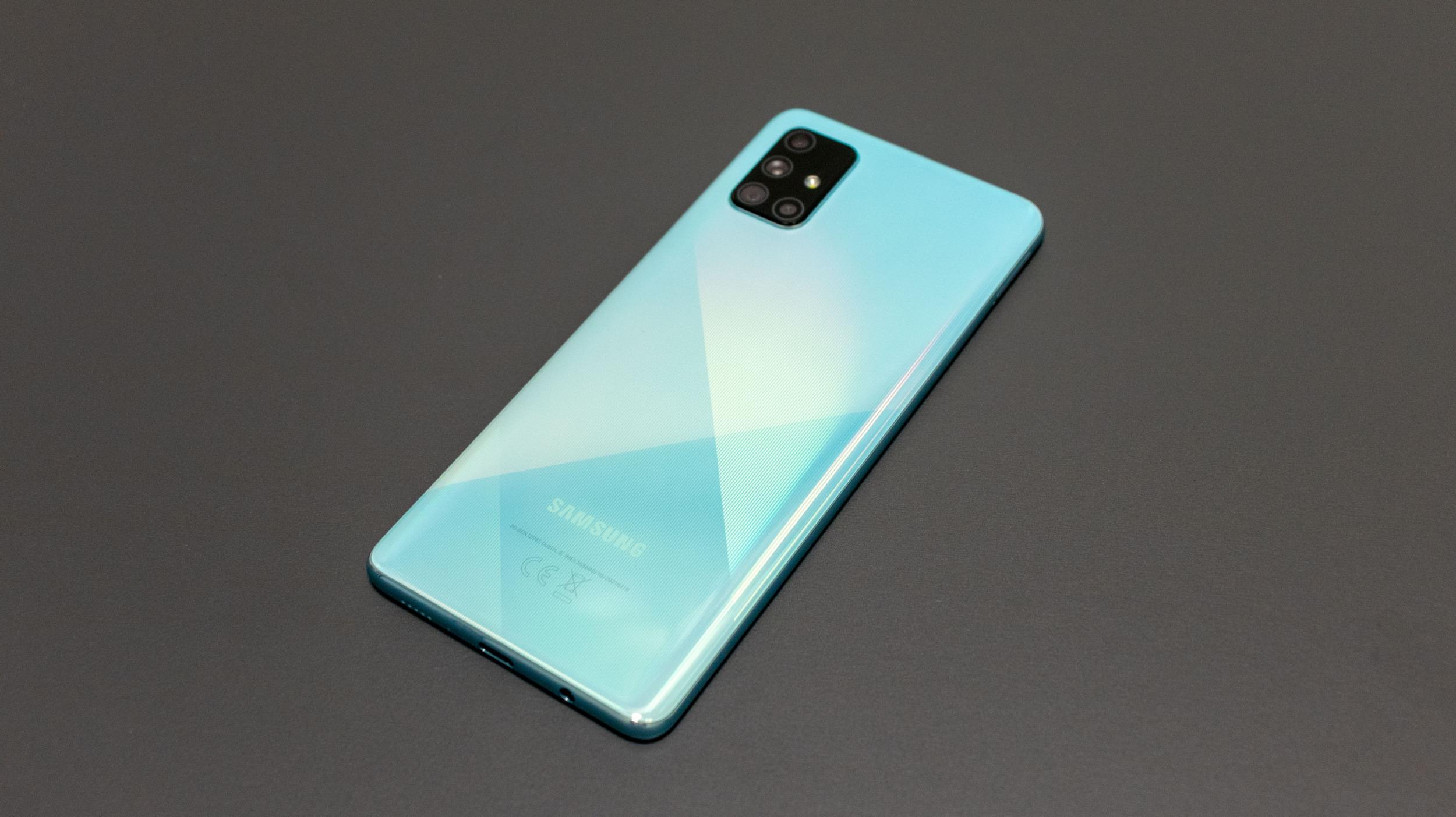 Samsung Galaxy A71 – slušná plácačka střední třídy [recenze]