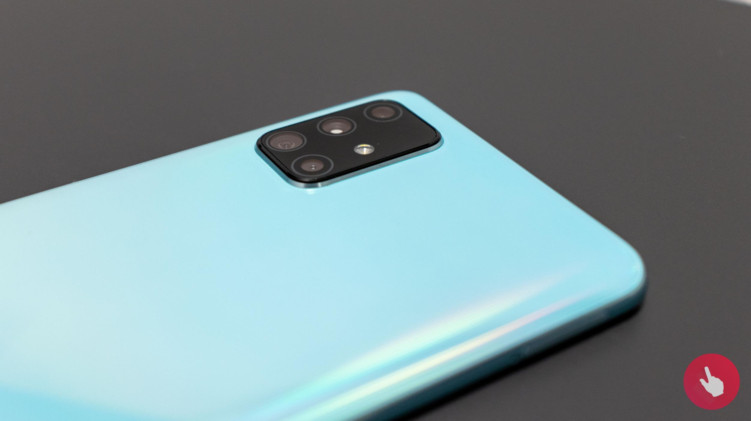 Galaxy A72 bude chtít zaujmout pěti foťáky na zadní straně