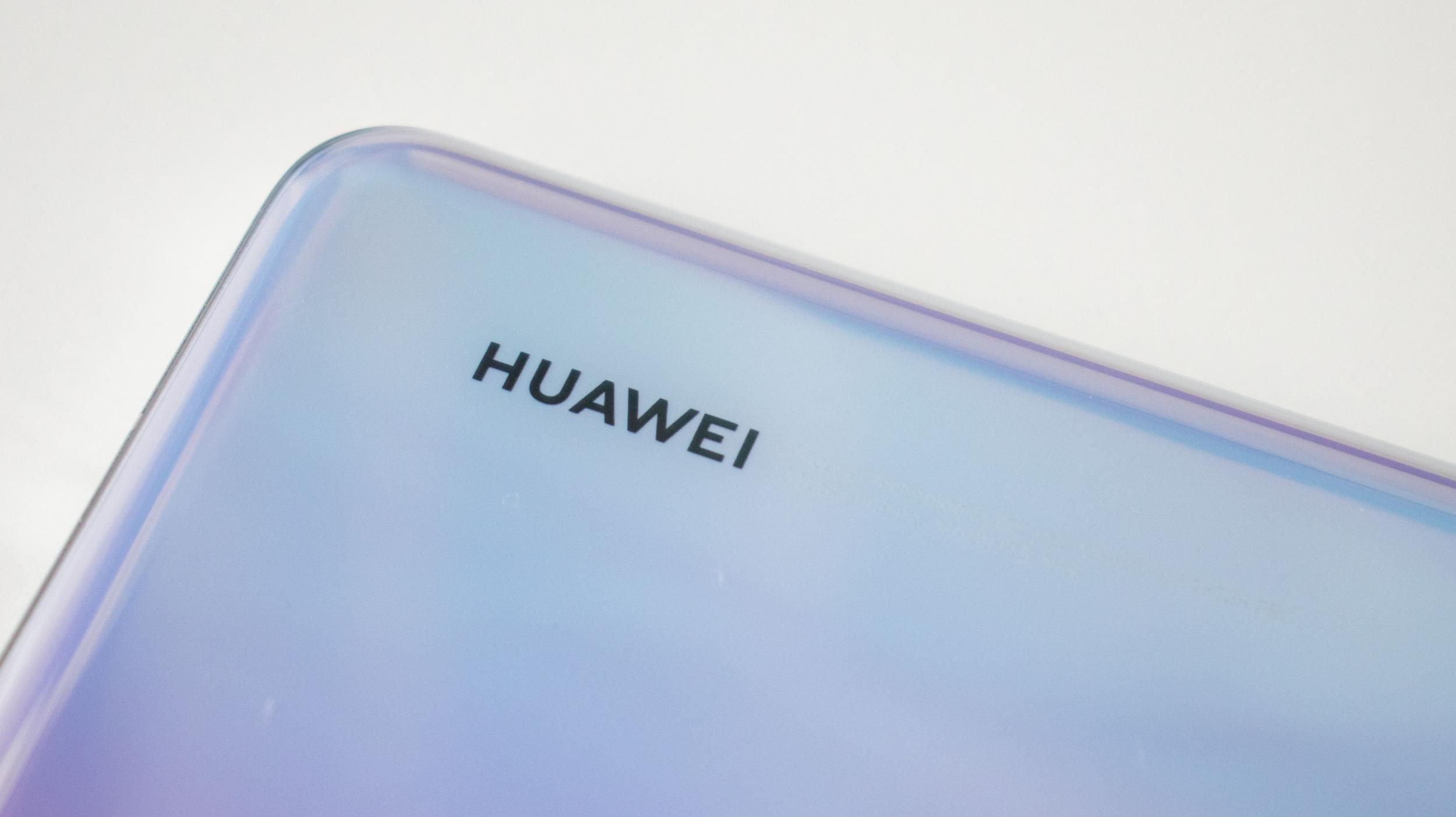 Čína investuje 56 miliard do tamní továrny procesorů SMIC také pro Huawei