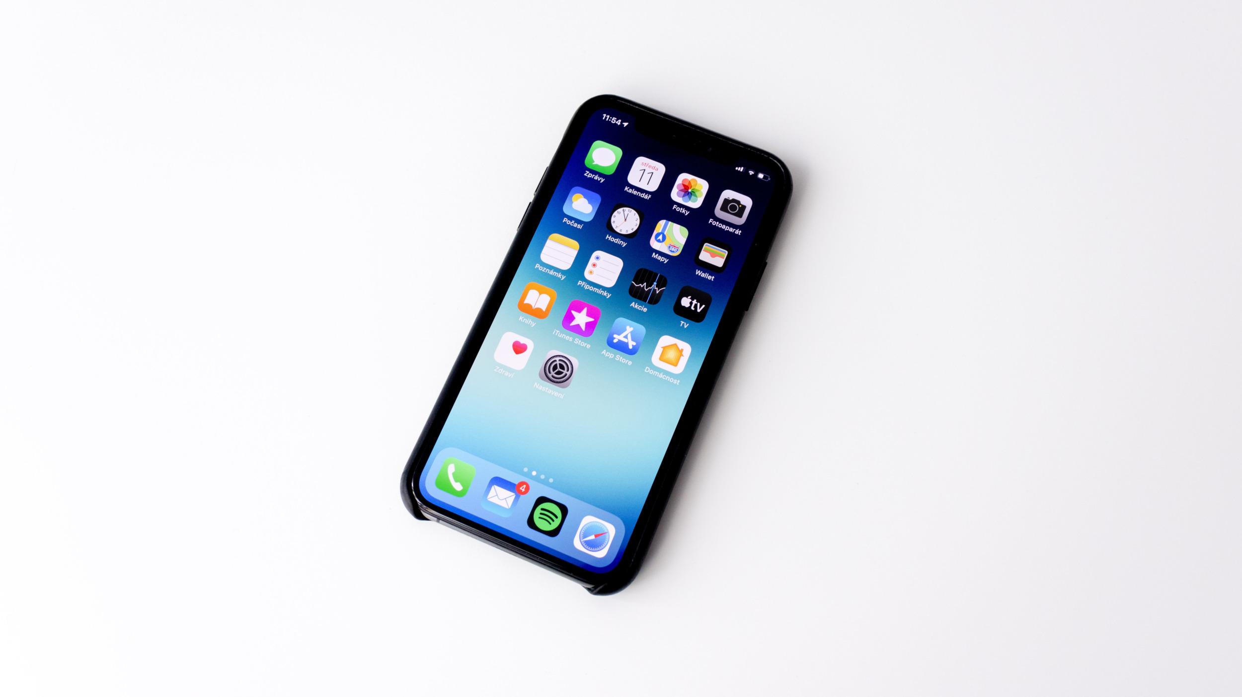 Apple údajně investuje 8,5 miliardy korun do tchajwanské továrny na displeje nové generace