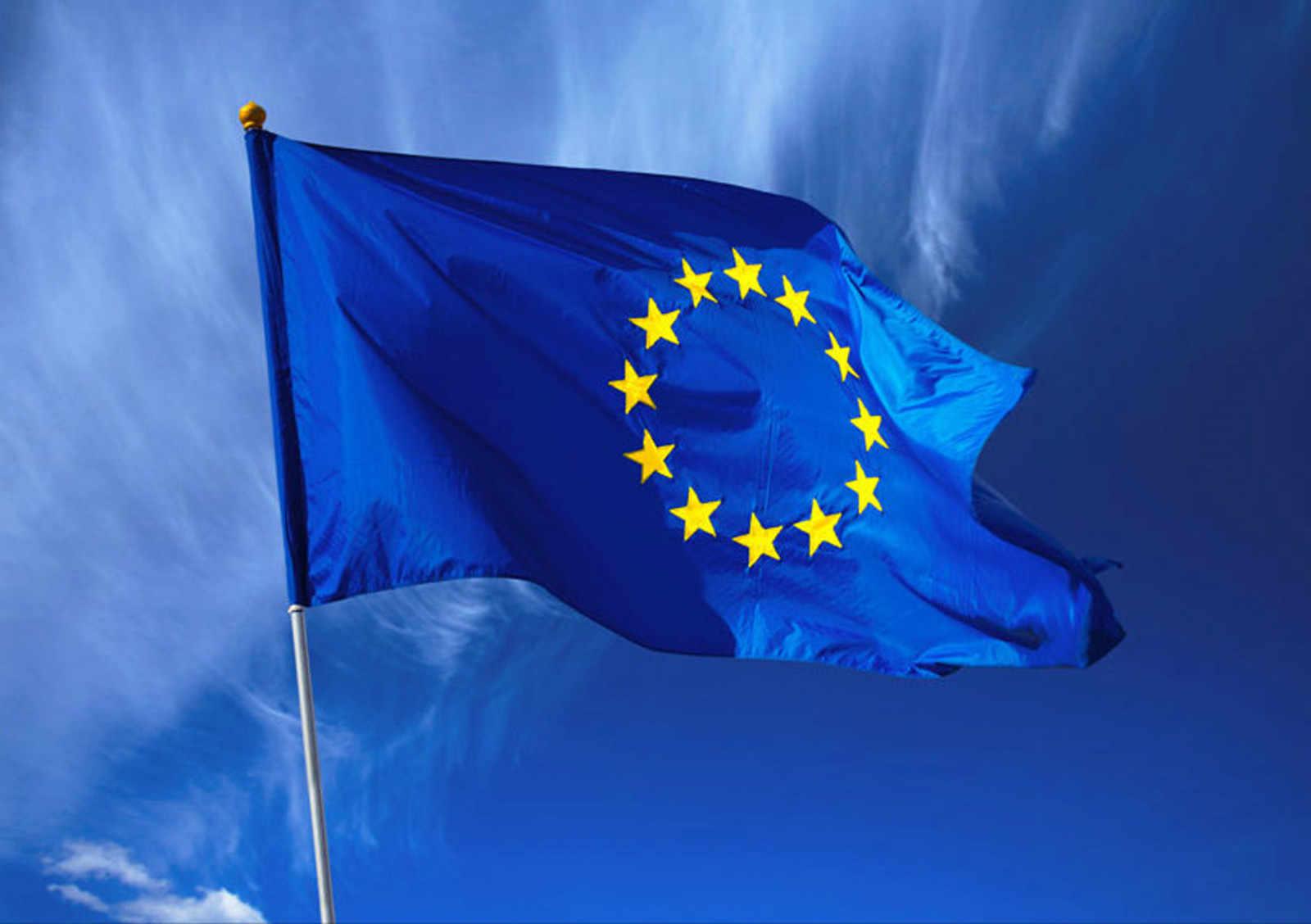 EU si posvítí nejen na chytré asistenty, hrozí miliardové pokuty