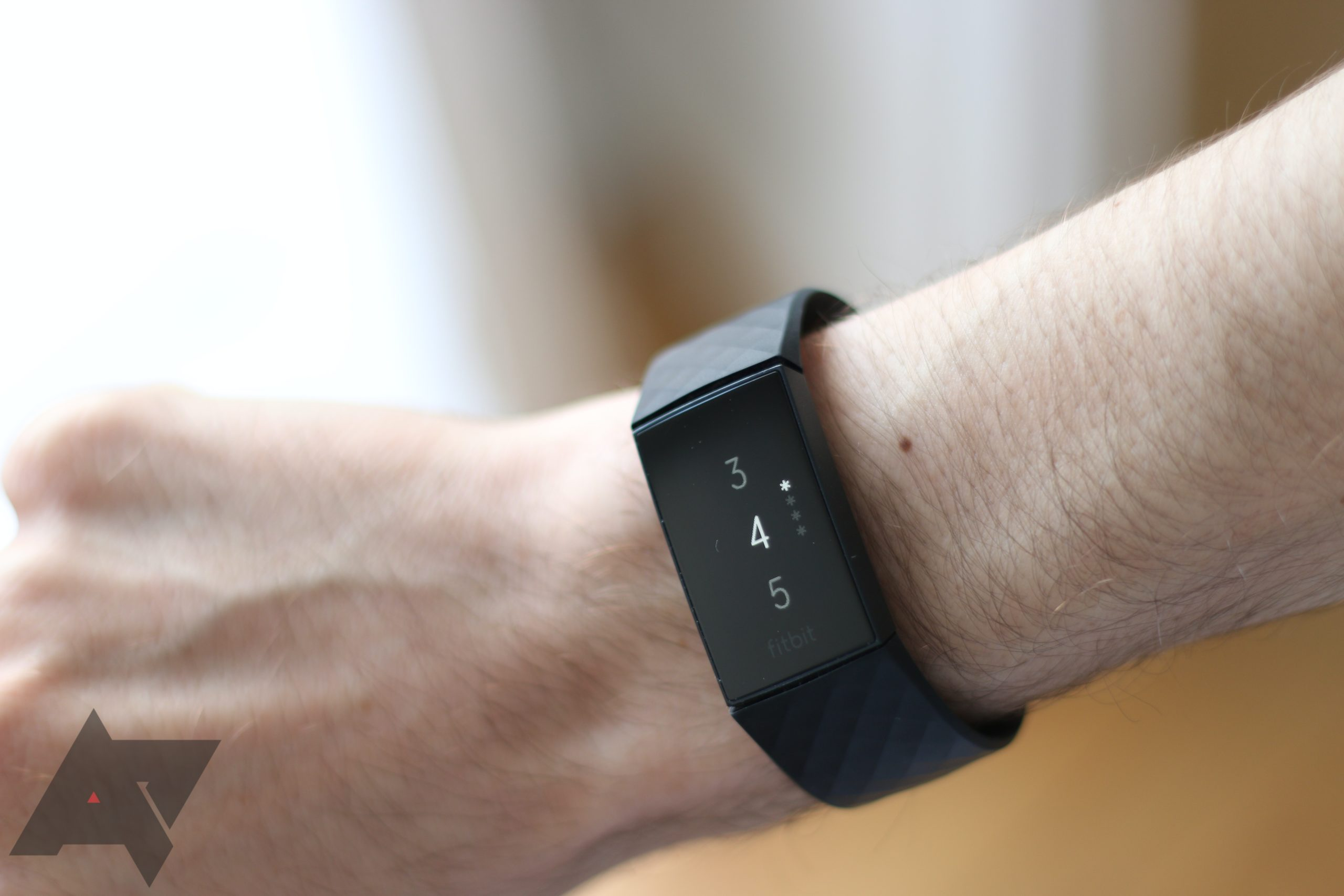 Fitbit Charge 4 získává Smart Wake, dynamické GPS a další