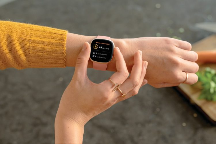 Fitbit Versa 3 2000x1333x