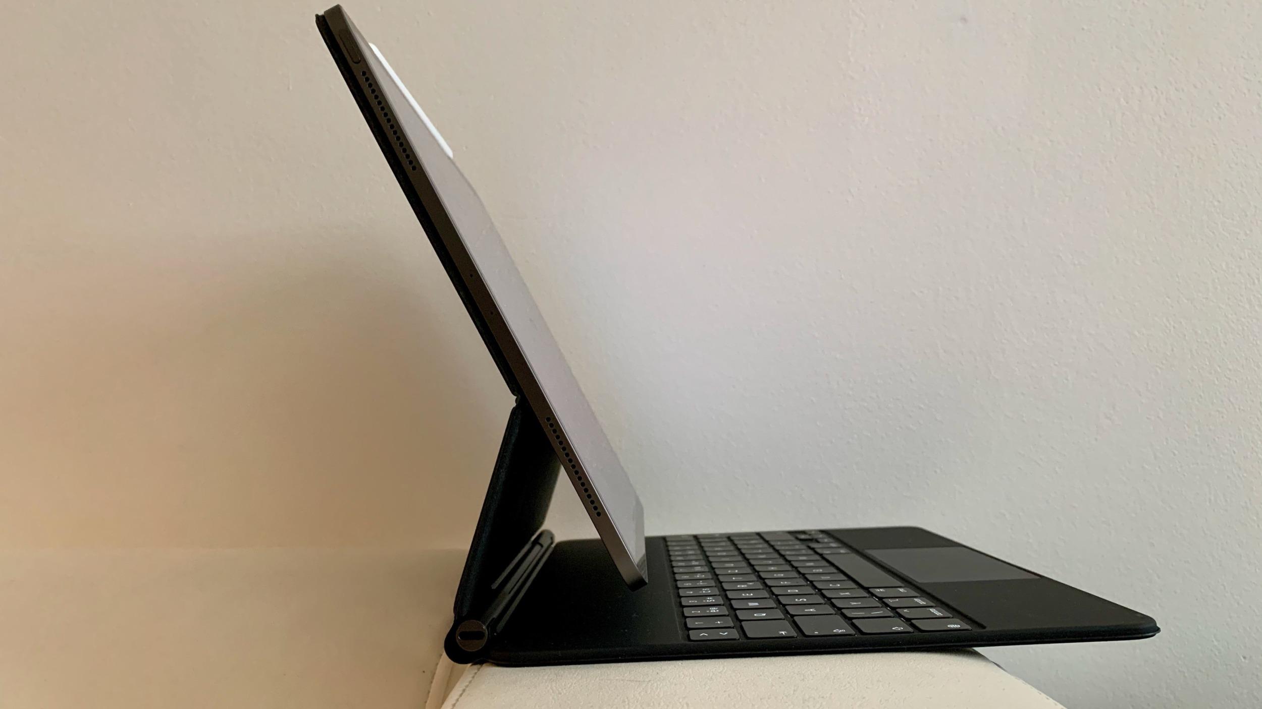 Apple Magic Keyboard a iPad Pro: konečně jako na notebooku [recenze]