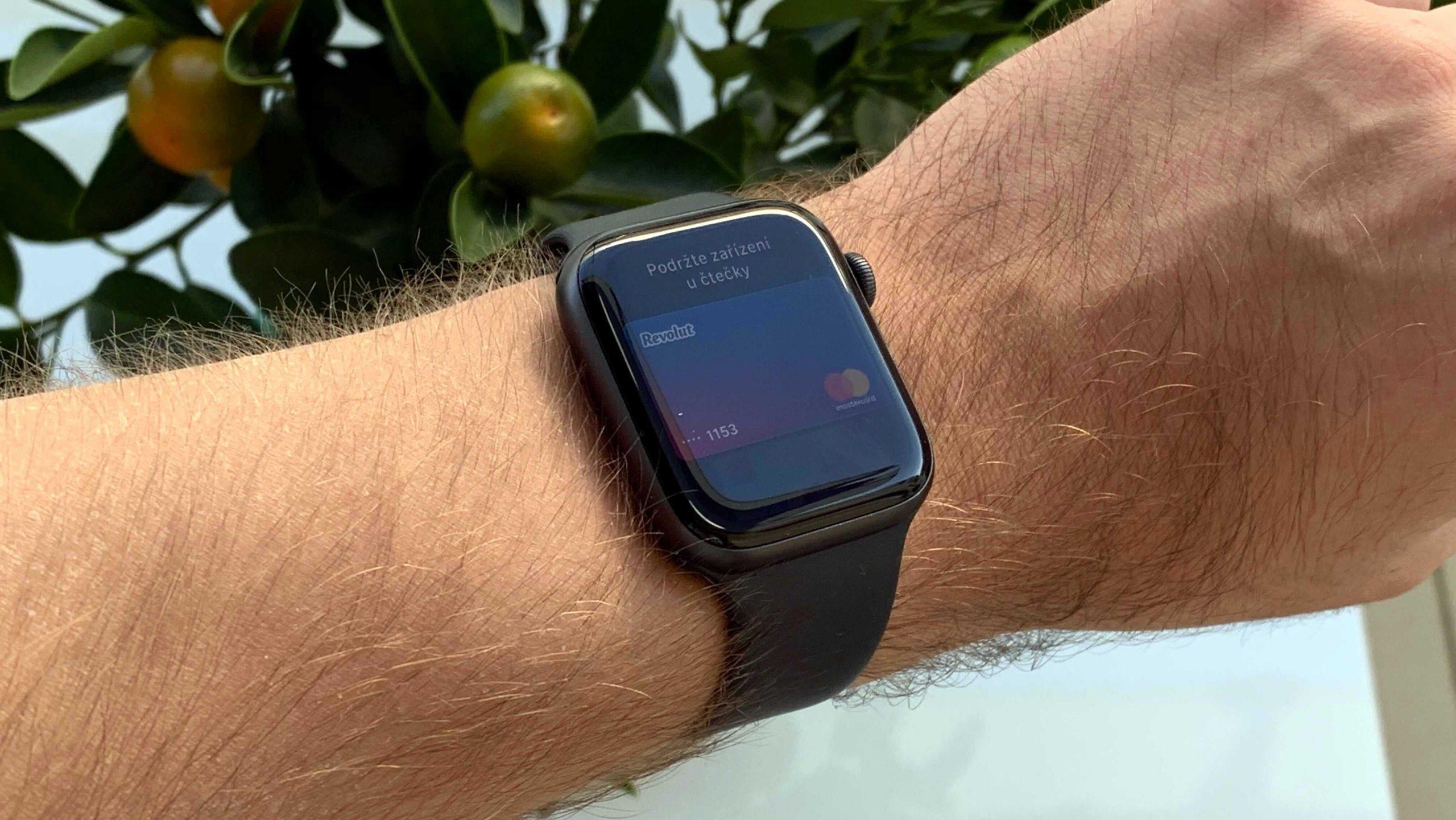 Apple narychlo odstranil nabíječku z nejdražších modelů Watch