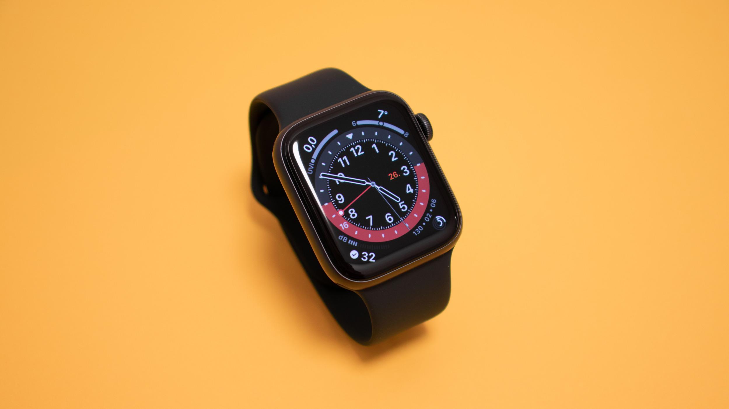 Od iOS 14.5 bude možné odemykat iPhone s FaceID přes Apple Watch, když máte roušku