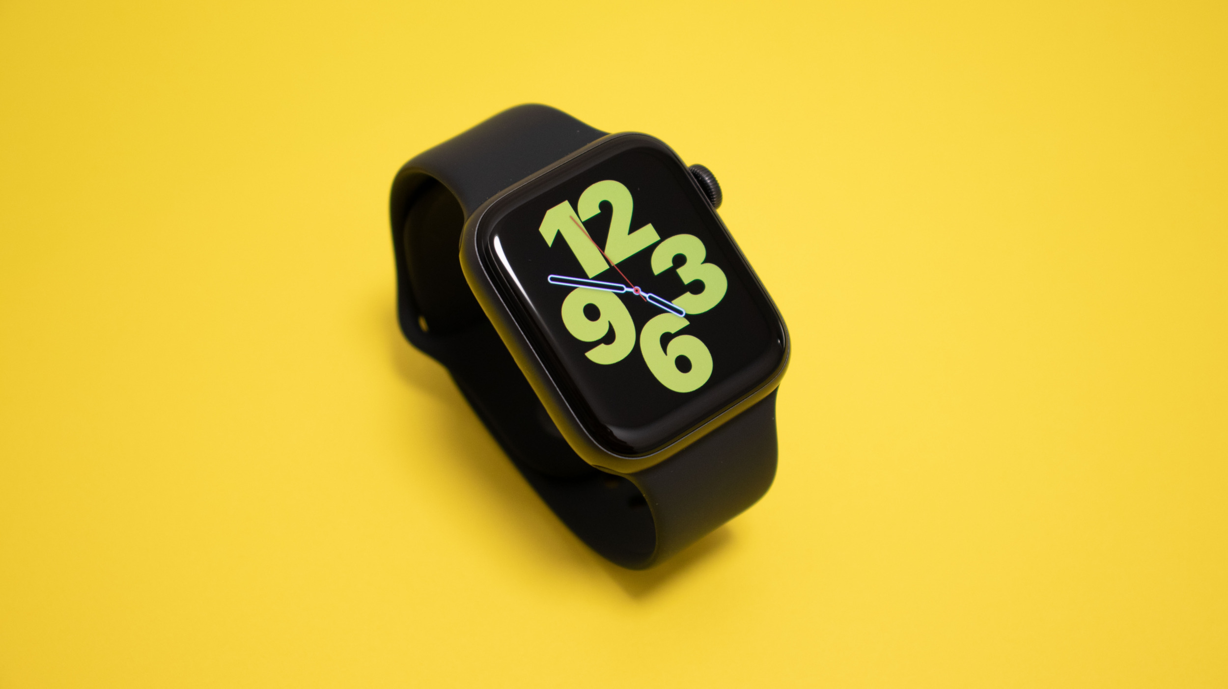 Apple Watch možná letos dorazí v odolné sportovní verzi