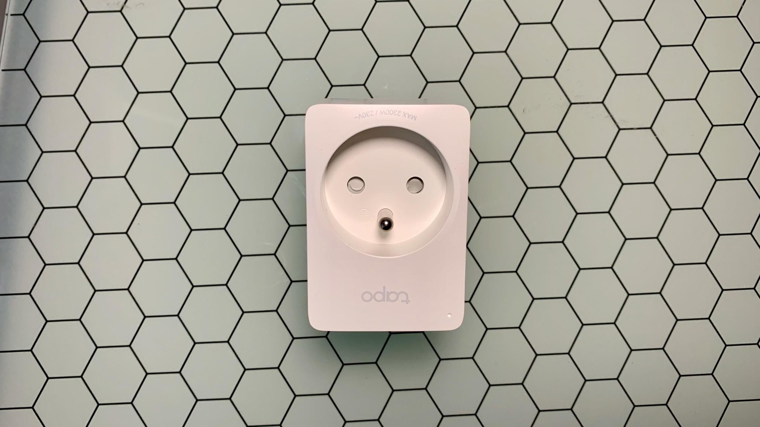 Tapo P100 je mini zásuvka, která promění vaší 20 let starou lampu na chytrou [zkušenost]